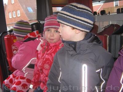 """Bild 0 von Kindergarten """"Schwalbennest"""" besuchte die Feuerwehr"""