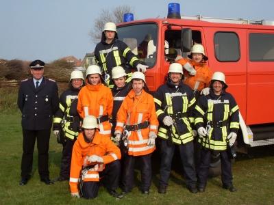 Bild 0 von Neun Feuerwehrleute dürfen jetzt mit in den Einsatz