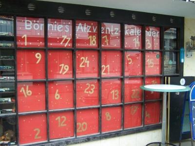 """Bild 0 von Erlös von """"Bornies Atzventzkalender"""" in diesem Jahr für die Cheerleader"""