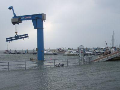 Bild 0 von Die erste Sturmflut des Winters ist auf Juist erst einmal durch