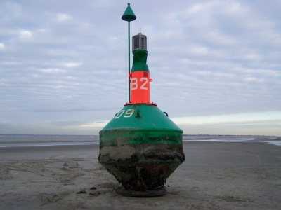 Bild 0 von Fahrwassertonne soll schnellstmöglich wieder vom Strand