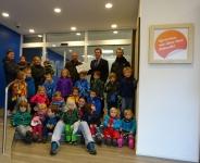 Bild 0 von Juister Volksbank übergab Spende an den Kindergarten