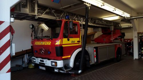Bild 0 von Eine Drehleiter aus Karlsruhe wird derzeit auf Juist eingesetzt