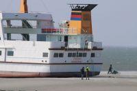 """Bild 2 von """"Frisia II"""" musste einen Tag auf dem Trockenen liegen"""