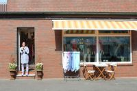 Bild 5 von Pino ist der Liebling in der neuen Aust-Boutique auf Juist