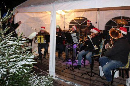 Bild 0 von Weihnachtliche Musik mit dem Musikzug auf dem Kurplatz