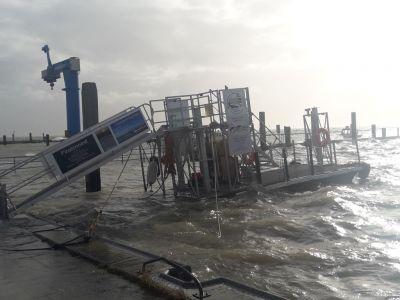 Bild 0 von Schiffsverkehr wegen Sturm und Hochwasser eingestellt