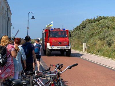 Bild 0 von Vier Personen gerieten am Strand in große Not