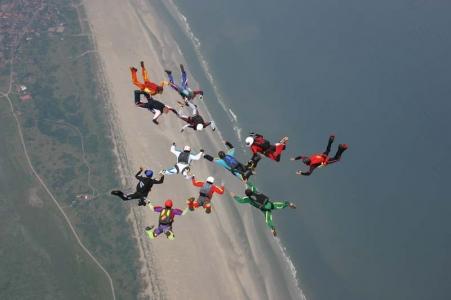 Bild 0 von Tandem-Fallschirmspringer über Juist 2011