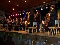 Bild 0 von Standing Ovations für ein fünf Tage altes Orchester