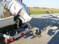 Bild 0 von Motorboot riss sich den Antrieb auf dem Leitdamm ab