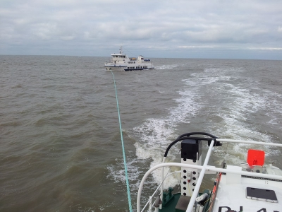 Bild 0 von Feuer im Maschinenraum: Seenotretter schleppen Fahrgastschiff vor Norderney ein