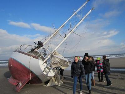 """Bild 0 von """"Globetrotter II"""" liegt wieder auf dem Strand - nur jetzt auf Norderney"""