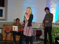 Bild 1 von Juist-Stiftung musste Konzert vom Pfarrgarten in Kirche verlegen