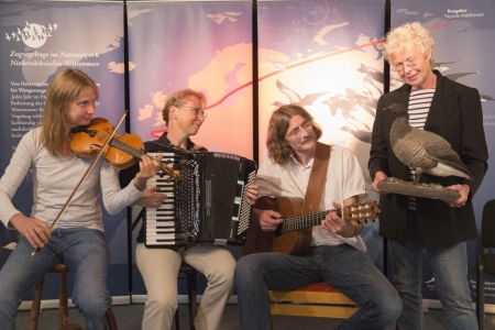 """Bild 0 von Konzert des Folktrios """"DreyBartLang"""" während der Zugvogeltage"""