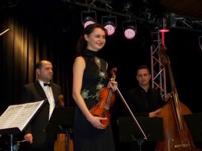 Bild 0 von Junge Violinistin aus der Ukraine begeisterte Juister Publikum