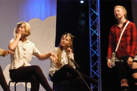 Bild 0 von Juister Kinder feierten die Premiere von Alice im Wunderland