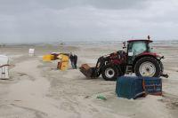 Bild 5 von Windhose über Juist richtete großen Schaden am Strand an